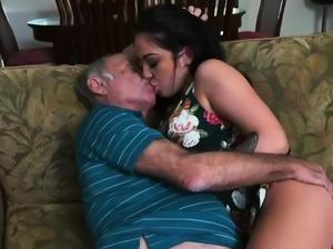 Sugar daddy cums inside me first time Frannkie's a swift