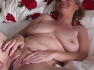 Naughty Mature MILF with Big Boobs Likes Morgning Sex