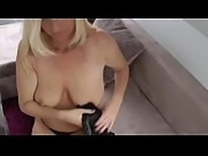 horny divorced milf seduces her photographer