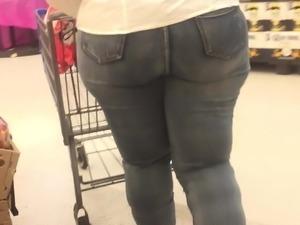 Old Tall BBW got ass moving everywhere