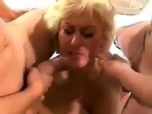 La puta mamadora nalgona tetona Dana Hayes traga dos vergas