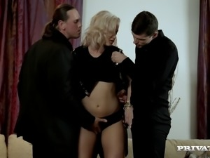 Vicktoria Redd gets sandwiched in hardcore gangbang clip