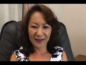 Mature Asian lady gets naked and pleases her starving cunt