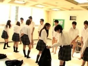 JAV synchronized schoolgirl missionary sex led by teacher