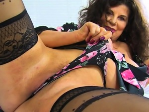English milf Gilly's body is made for sex