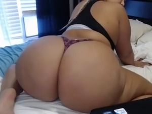 Diamond doll : miss diamond teach us how to clap using your booty