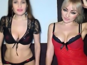 Two Lesbian Milf Licking Pussy on Cam
